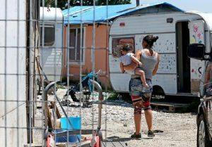 """Roma, l'assessore ai Servizi Sociali: """"5 mila euro ai rom che aprono un'attività"""" (foto Ansa)"""