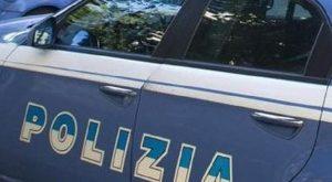 Roma: ruba un'auto, scappa contromano sulla Salaria e sperona una volante della Polizia (foto Ansa)