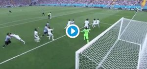 Suarez video gol Uruguay-Arabia Saudita: paperona del portiere