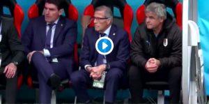 Egitto-Uruguay, Tabarez esulta al gol di Gimenez dimenticandosi le stampelle (VIDEO)