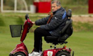 """Mondiali 2018, Tabarez ridotto su una sedia a rotelle: """"Ma non mollo e continuo   allenare"""""""