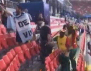 Mondiali tifosi senegalesi puliscono stadio