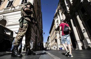 Roma, Raggi prepara la chiusura totale alle auto private in Via del Corso. Dal 7 luglio?