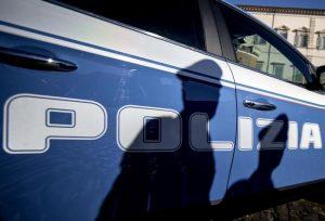 poliziotto rapina