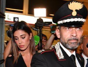 """Nina Moric e Belen, baci e saluti in tribunale: c'è il processo...per la Moric che definì """"viado"""" Belen (foto Ansa)"""