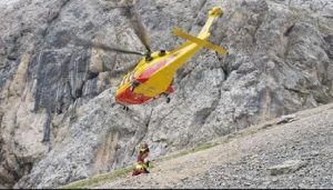 Aereo da turismo precipita sulle Alpi svizzere: quattro morti