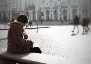 """Napoli. Anziana di 93 anni chiama il 113 per una rapina, poi confessa: """"Sono sola, aiutatemi"""""""