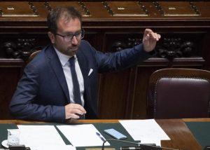 """Legittima difesa, Bonafede: """"No alla liberalizzazione delle armi"""""""