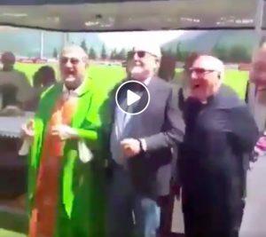 """Napoli, il cardinale Crescenzio Sepe salta al coro """"chi non salta juventino è"""" (VIDEO)"""