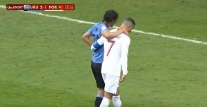 YOUTUBE Mondiale 2018, Cavani si infortuna. E Cristiano Ronaldo lo accompagna fuori dal campo