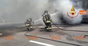 Cermenate, incendio in strada provinciale 35: tir in fiamme