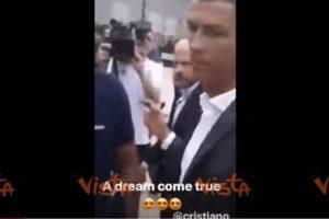 Cristiano Ronaldo esce dalle visite mediche e saluta i tifosi