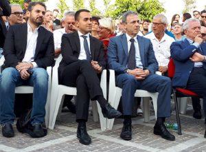 """Luigi Di Maio a Casal di Principe. Il sindaco: """"Sono medico e aiuto gli immigrati africani. Non denunciarmi a Salvini"""" (foto Ansa)"""