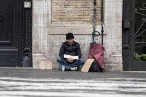 Vicenza, non gli bastano 4 euro di elemosina e aggredisce un 81enne (foto Ansa)