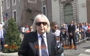 Enrico Vanzina al funerale del fratello