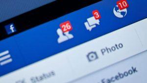 Facebook perde 10 per cento
