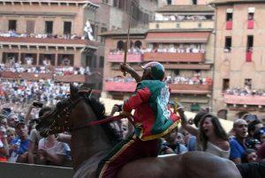 Elias Mannucci, fantino della Chiocciola ferito durante Palio di Siena