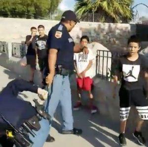 Texas, poliziotti armati contro ragazzini: video denuncia