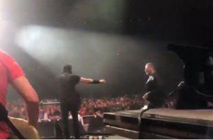 Dave Grohl sul palco di New York