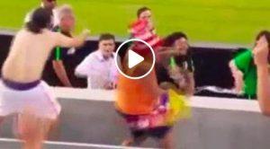 René Higuita nella bufera, ha colpito un tifoso con un pugno (VIDEO)