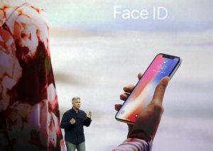 Apple, iPhone low cost in ritardo: forse in commercio solo ad ottobre