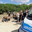 Calabria, sbarcano 56 migranti: turisti li soccorrono