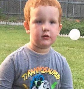 a 4 anni trova la pistola del padre sotto al divano: finisce malissimo