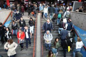 """""""Ratti"""" a Milano: palpeggiatori e molestatori seriali sulla metro, la polizia ne ha schedati 130"""