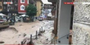 Maltempo, temporali e grandine in Alto Adige. A Moena fiume di fango