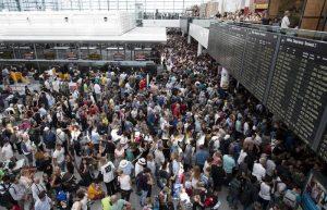 Monaco di Baviera, donna elude (involontariamente) controlli in aeroporto: sicurezza in tilt, danni per milioni di euro