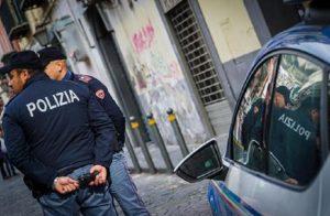 Napoli, affida il bimbo di 13 mesi a tossicodipendente per prostituirsi (foto Ansa)