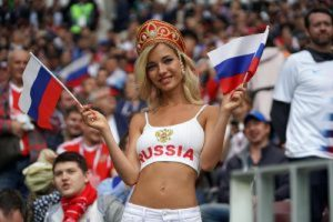 """Mondiali 2018, deputata russa: """"Donne, non andate a letto con uomini di colore"""""""