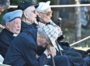 """Roma, nonni ribelli occupano centro anziani di via Cassia: """"Virginia ci aiuti"""""""