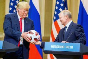 Pallone-spia alla Casa Bianca? Dubbi sul chip nel regalo di Putin a Trump