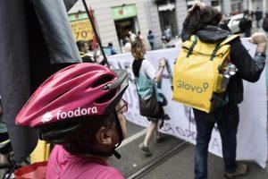 Bologna, rider si iscrive al sindacato. Licenziato e reintegrato 24 ore dopo