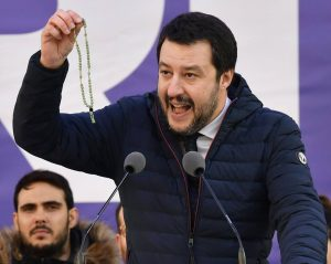 Salvini fra Vangelo e Rosario ignora la carità e le origini arabe del Tasbeeh