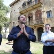 Salvini scherza nell'agriturismo