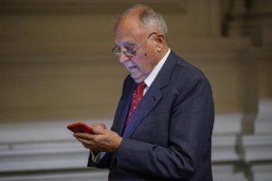 """Ministro Paolo Savona indagato, accusato di usura bancaria. Di Maio 2 giorni fa: """"Le banche la devono pagare"""""""