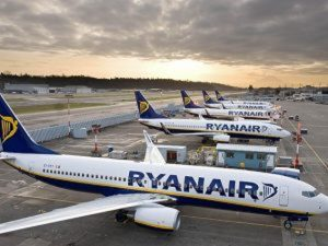 """Sciopero Ryanair 25 e 26 luglio. La denuncia: """"Piloti polacchi e tedeschi per rimpiazzare personale"""""""