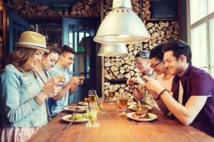 New York: i ristoranti ti chiedono no smartphone a tavola