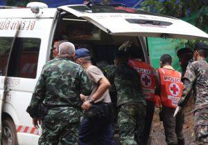 Thailandia, e sei! Fuori il pericolo è la sindrome della grotta, l'infezione provocata dai pipistrelli (foto Ansa)
