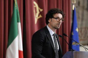 Fs, il ministro Toninelli azzera i vertici via Facebook. Nuovo cda, totonomine