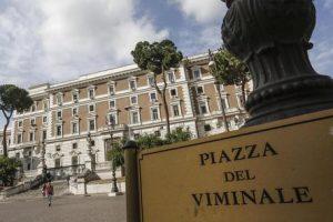 Gaetti-Sibilia, i due sottosegretari 5 Stelle di Salvini litigano per la stanza più bella