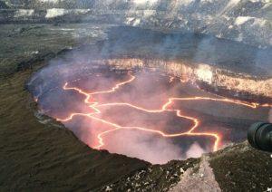 Hawaii, eruzione vulcano colpisce barca turistica: 23 feriti