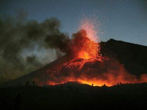 Etna, sciame sismico sotto il vulcano: verso nuova eruzione?
