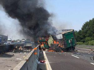Autostrada A4, incidente tra tir e furgone: scoppia bombola, due morti