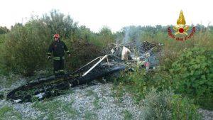 Cimadolmo (Treviso), aereo da turismo trancia un cavo della tensione e precipita: i passeggeri morti carbonizzati