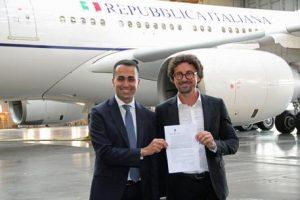 Air Force Renzi, il bilancio: 88 voli semivuoti. Posti 300 media 23. E Alfano viaggiava solo