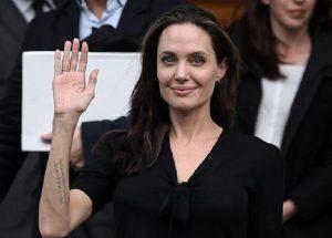 """Angelina Jolie furiosa vuole subito il divorzio da Brad Pitt: """"Non paga i giusti alimenti"""" (foto Ansa)"""
