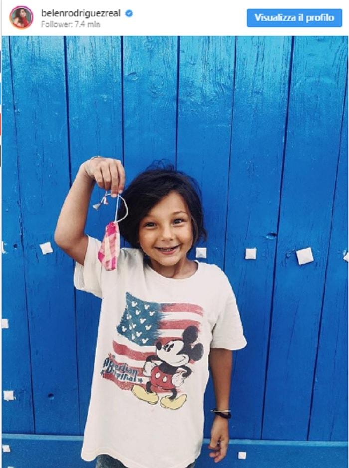 Belen Rodriguez posta FOTO Santiago su Instagram